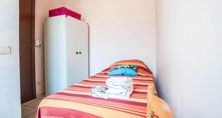 Stanza in affitto in appartamento con 4 camere da letto a Termini, Roma