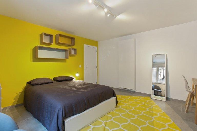 Room in 9-bedroom apartment in Saint Gilles, Brussels