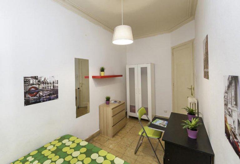 Welcoming room in 5-bedroom apartment Gracia, Barcelona