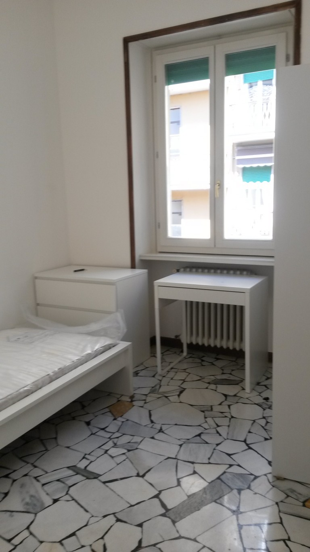 Furnished room in 3-bedroom apartment in Navigli, Milan