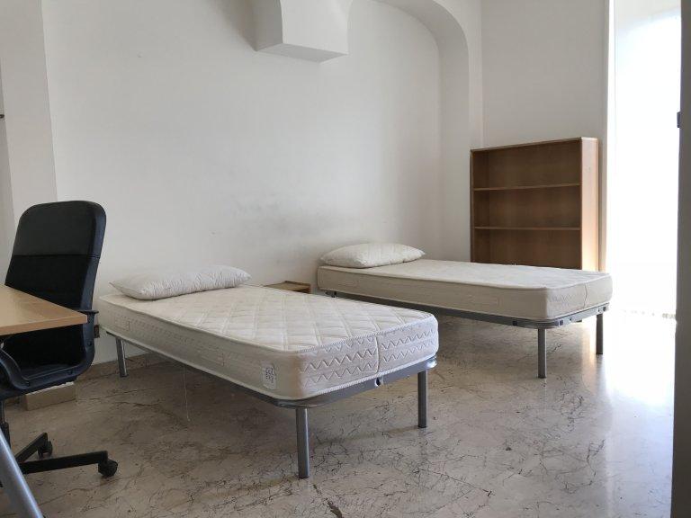 Chambre spacieuse à louer dans un appartement à Lodi, Milan