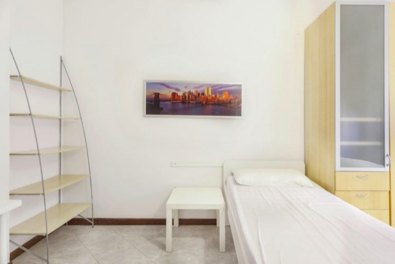 Łóżko do wynajęcia w pokoju wieloosobowym, apartament z 2 sypialniami w Mediolanie