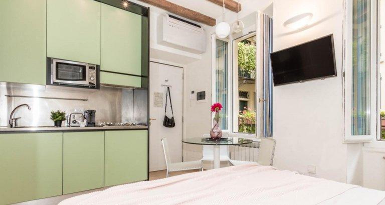 Apartamento estúdio bonito com AC para alugar em exclusivo Moscova