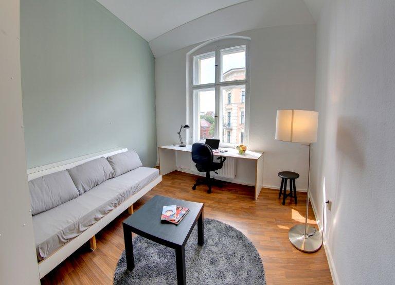 Habitación luminosa en un apartamento de 5 dormitorios en Schöneberg, Berlín