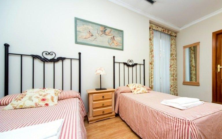 Stanza accogliente in affitto nella hall di residenza a Malasaña, Madrid