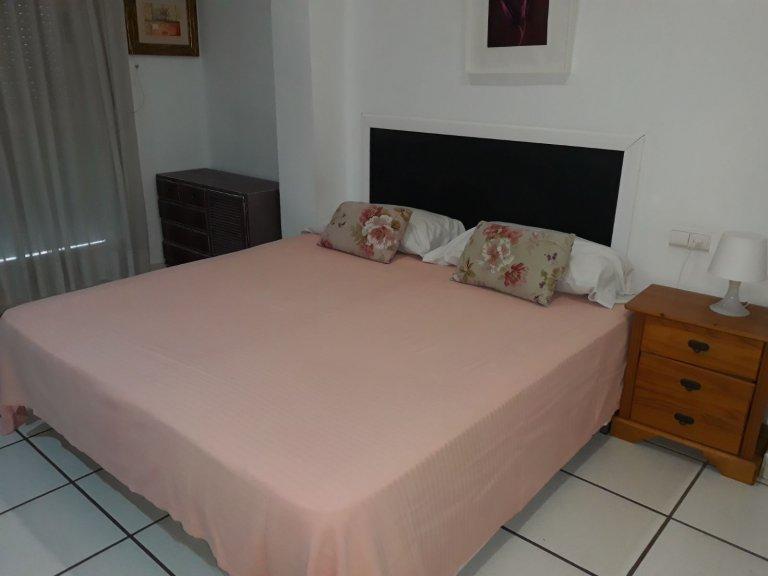 Apartamento de 2 quartos para alugar em Russafa, Valenica