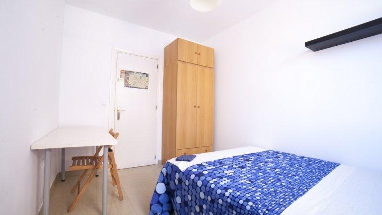 Sunny room for rent in Casco Antiguo, Seville