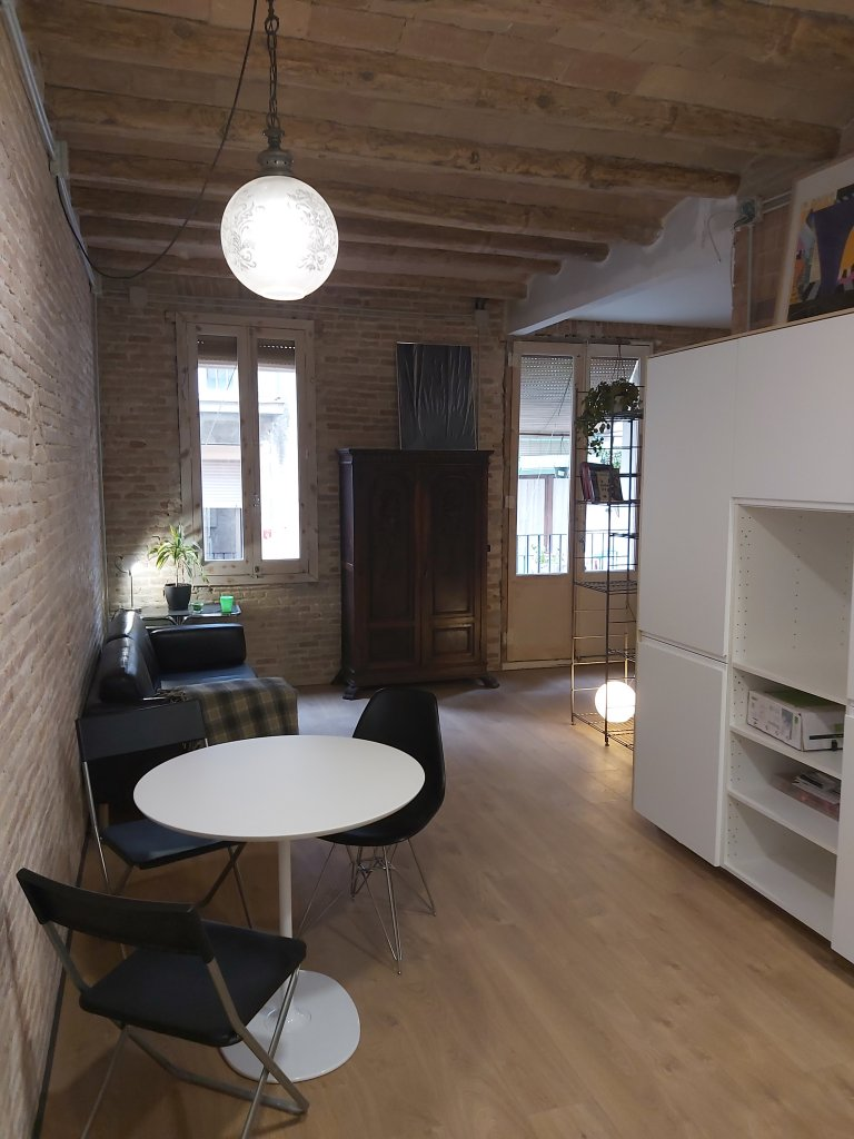 Whole 1 bedroom apartment in Barcelona