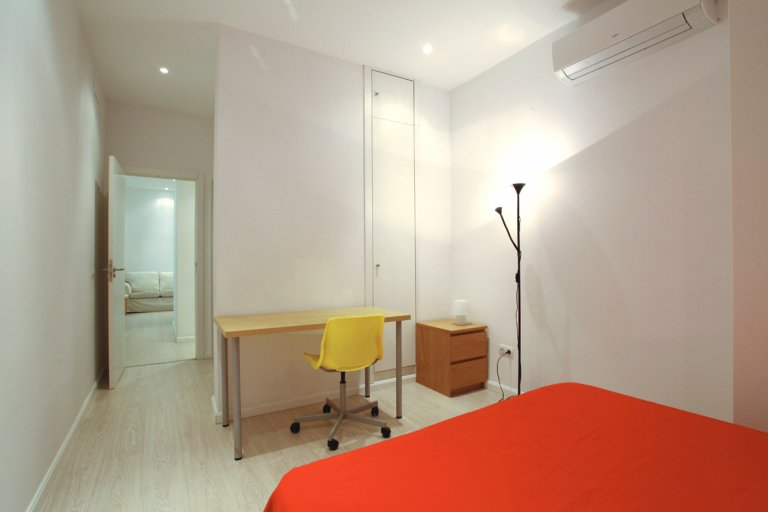 Room for rent in shared apartment in Trafalgar, Madrid