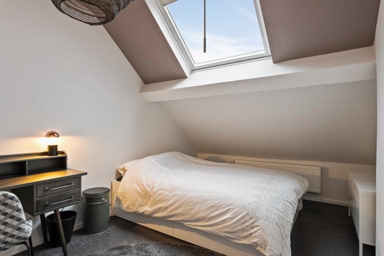 Pokój w domu z 11 sypialniami w dzielnicy europejskiej w Brukseli