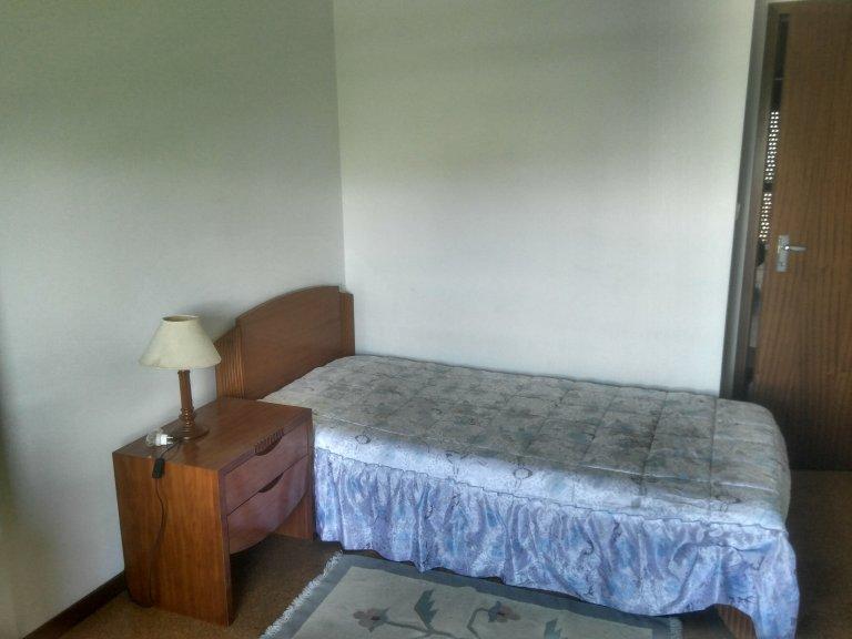 Lizbon, Marvila'da 3 yatak odalı dairede konforlu oda