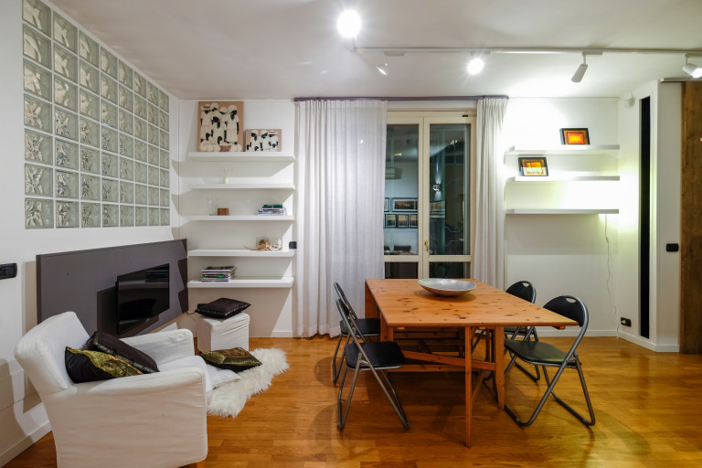 Modern 2-bedroom apartment for rent in Greco, Milan