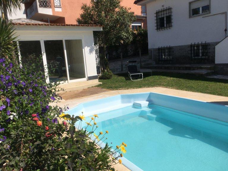 Cascais'de kiralık yüzme havuzlu 3 yatak odalı ev