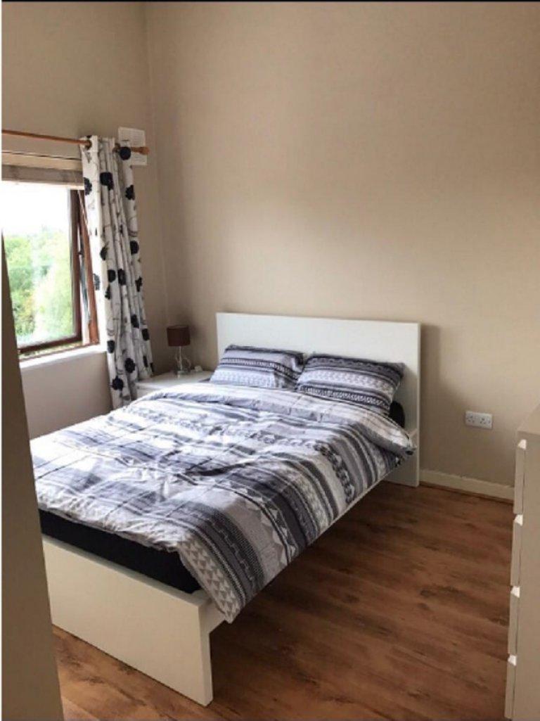 Geräumiges Zimmer in einer 3-Zimmer-Wohnung in Blanchardstown, Dublin
