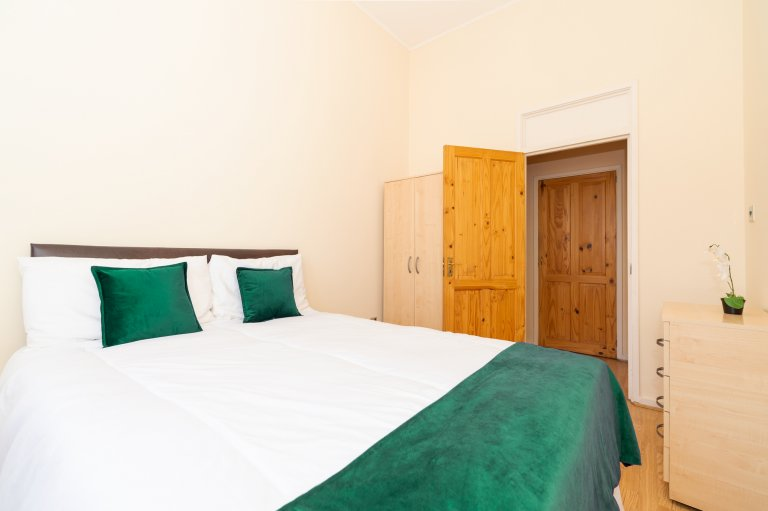 City of Westminster'de 3 yatak odalı dairede kiralık rahat oda
