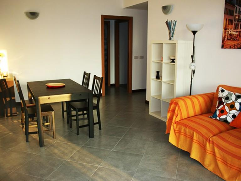 Se alquilan habitaciones en un apartamento de 2 dormitorios en San Siro, Milán