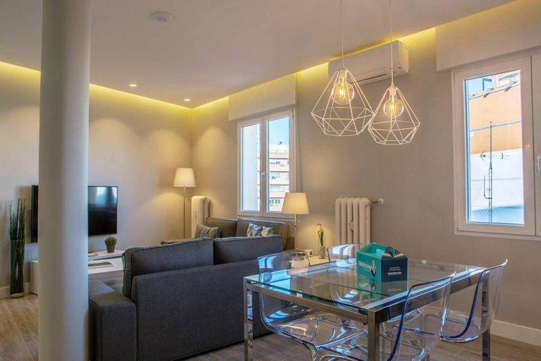 5-pokojowe mieszkanie do wynajęcia w Cuatro Caminos, Madryt