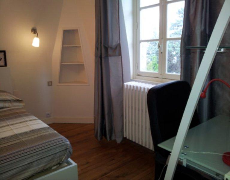 Pokój w 7-pokojowym apartamencie w Bezons w Paryżu