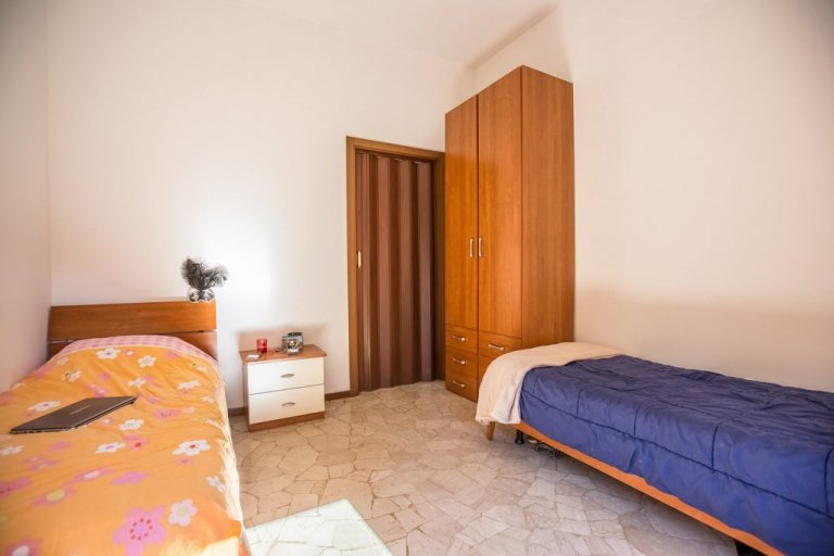 Beds for rent in shared room, apartment in Villapizzone