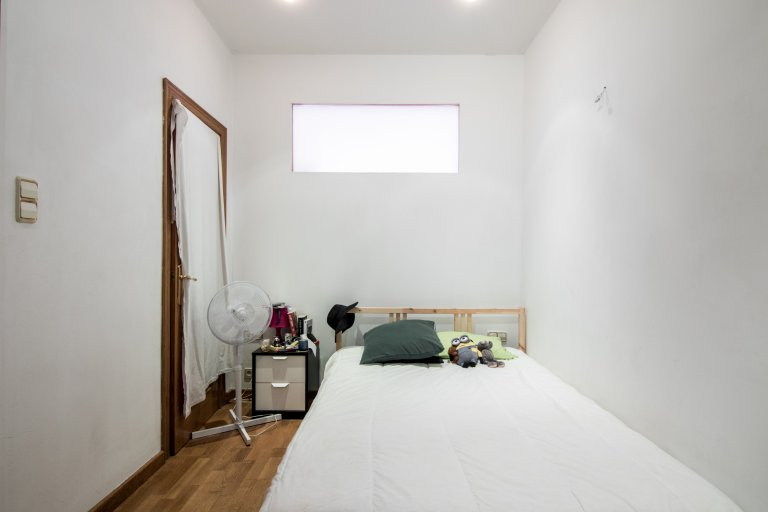 Room for rent in 4-bedroom apartment in Sants, Barcelona