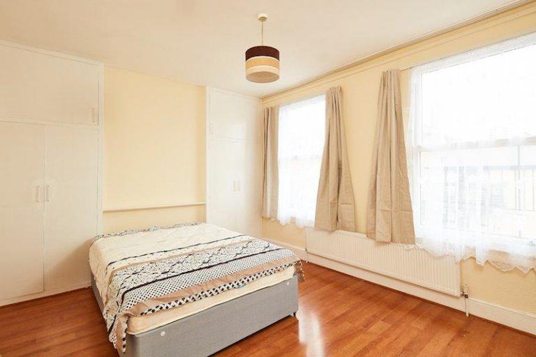 Habitación en piso de 5 dormitorios en Tottenham, Londres
