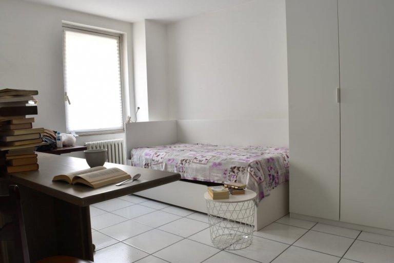 Acogedora habitación en gran casa compartida en Sesto San Giovanni, Milán