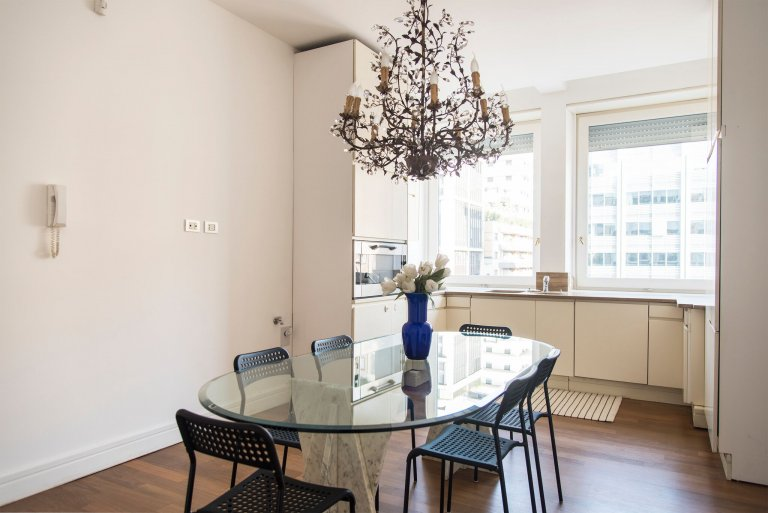 Bright 3-bedroom apartment for rent in Centrale, Milan