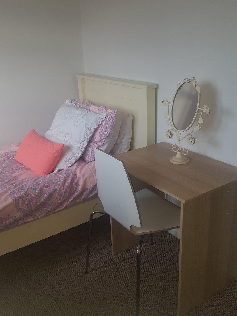 Chambre lumineuse dans un appartement partagé à Artane, Dublin