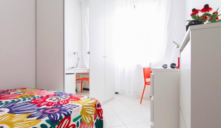 Quarto para alugar em apartamento com 4 quartos em Sesto San Giovanni