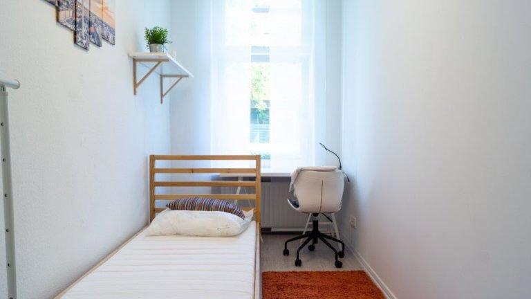 Przytulny pokój w apartamencie z 5 sypialniami w Spandau w Berlinie