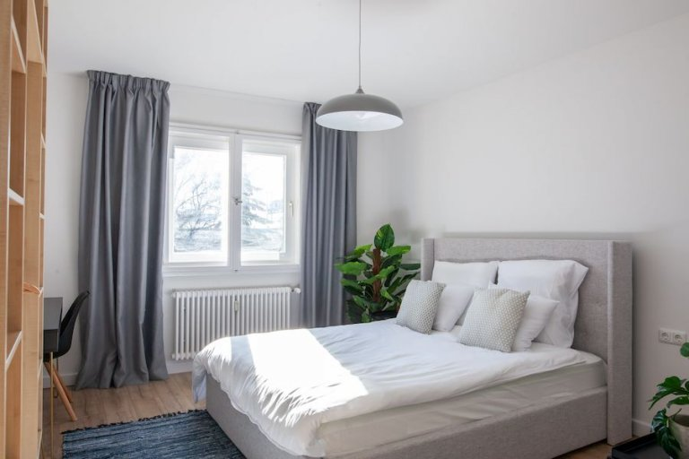 Se alquila habitación en apartamento con 3 habitaciones en Neukölln