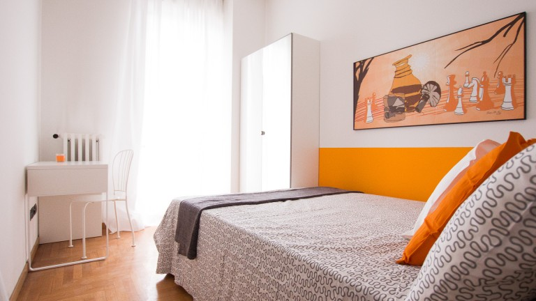 Furnished room in apartment in Chinatown, Milan