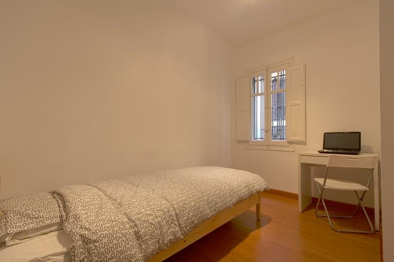 Luminous room in 5-bedroom apartment in Malasaña, Madrid