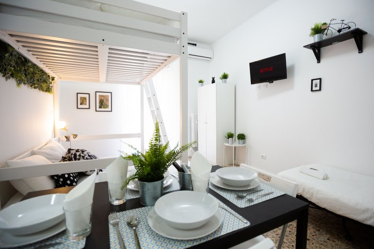 Whole 2 bedrooms apartment in Milano