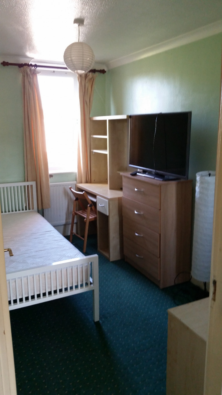 Bedroom 4 - single bed