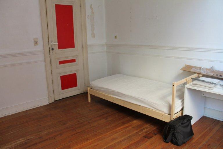 Möbliertes Zimmer zur Miete in 2-Zimmer-Wohnung im Zentrum