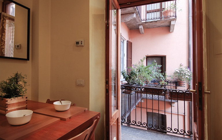 Bright 1-bedroom apartment for rent in Centrale, Milan