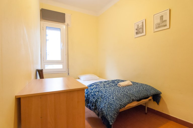 Cozy room in 10-bedroom apartment in Les Corts, Barcelona