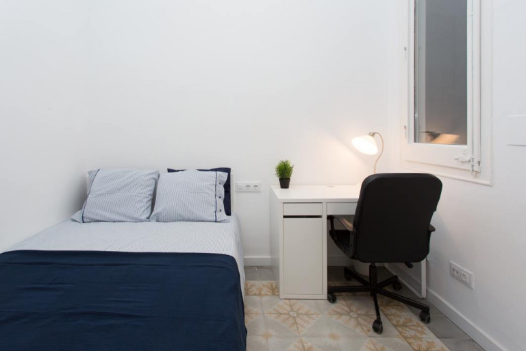 Double Bed in Rooms for rent in 2-bedroom apartment with balcony in Eixample Esquerra