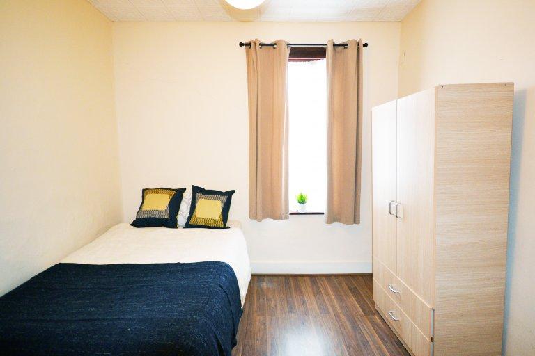 Ensolarado quarto em 7 quartos compartilhados em Newham, Londres