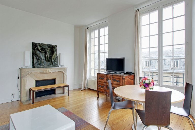 Cheerful 3-bedroom apartment for rent in 4th arrondissement