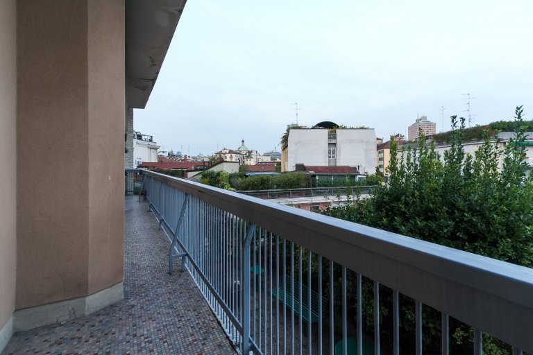 Twin room for rent, 5-bedroom apartment, Ticinese, Milan