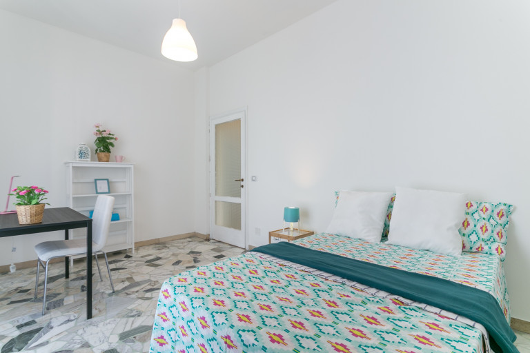 Double Bed in Rooms available for rent in a 3-bedroom shared apartment in Lorenteggio