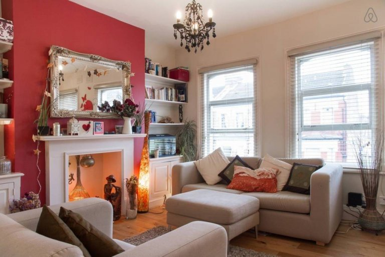 3-bedroom flat to rent in Clapham Common, London
