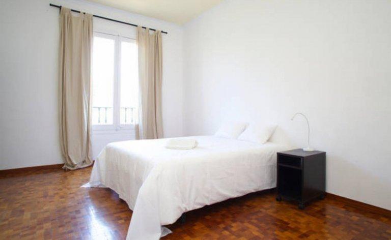 Tek kişilik oda, 9 yatak odalı daire, L'Esquerra de l'Eixample