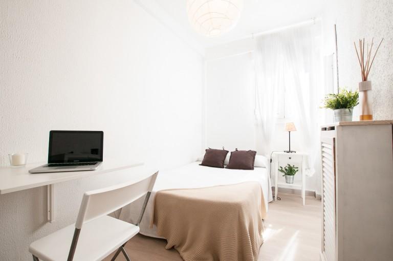 Room 6 - Manu