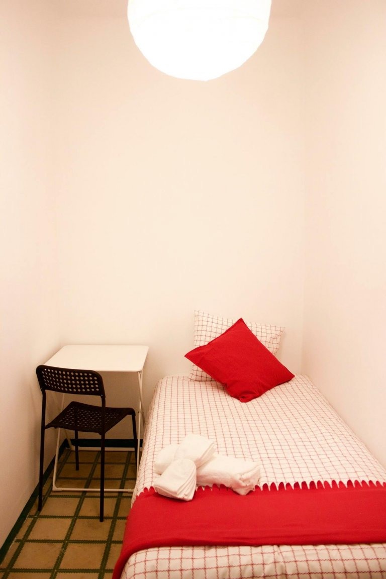 Room in 8-bedroom apartment in Eixample Esquerra, Barcelona