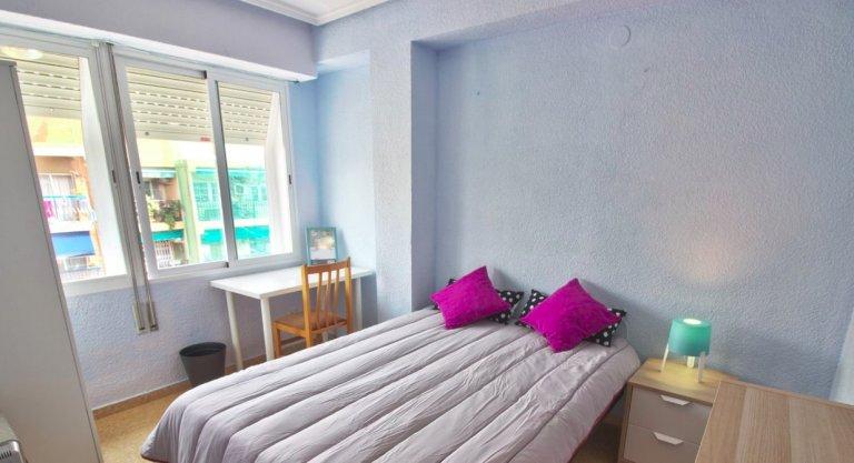Algirós'ta 4 yatak odalı dairede kiralık oda