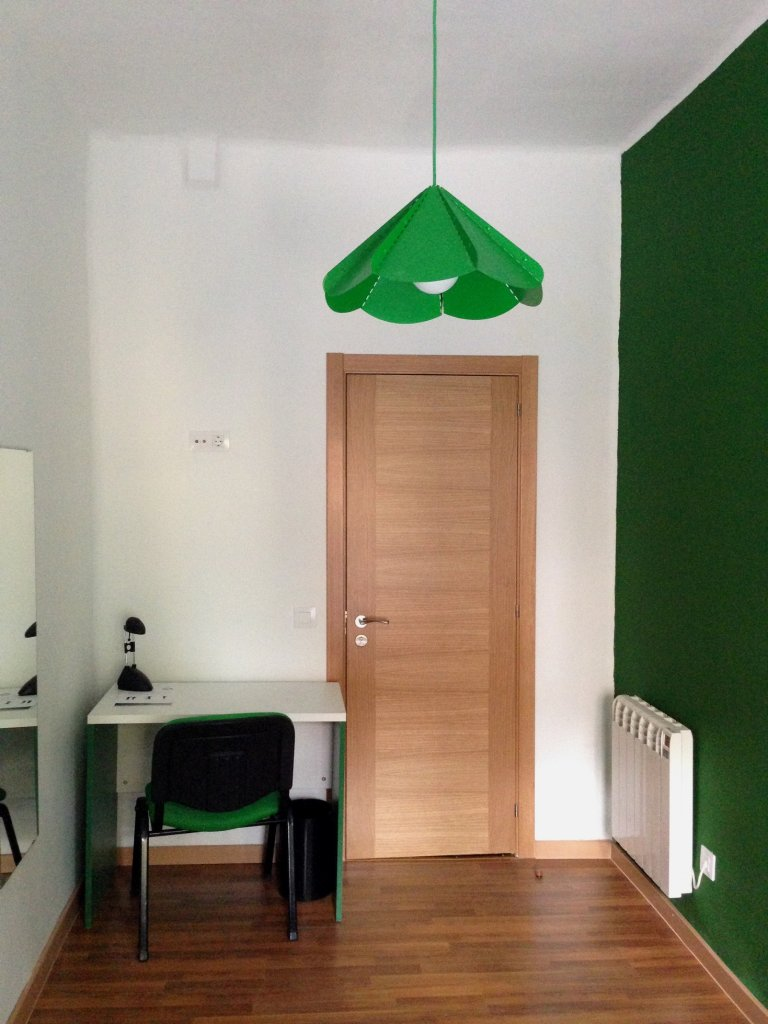 Dynamic room for rent in 9-bedroom apartment in Atocha
