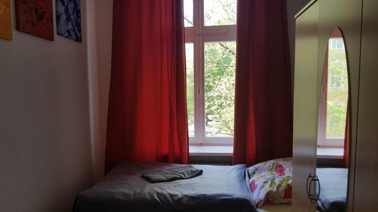 Pokój do wynajęcia w apartamencie z 5 sypialniami w Kreuzberg